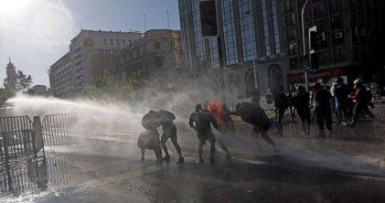 Nueva movilización por la libertad de los presos políticos en el centro de Santiago de Chile