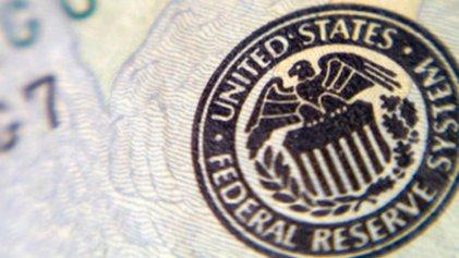 Datos de empleo en EE.UU. agregan tensión a la decisión sobre baja de tasas de la Fed