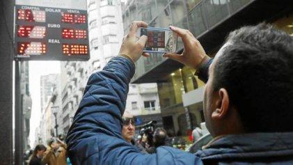 Dólar atado con alambres y una economía que no se recupera