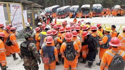 Luego de represión suspenden huelga minera en Perú