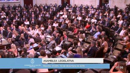 En un país en crisis, asumieron Alberto y Cristina Fernández