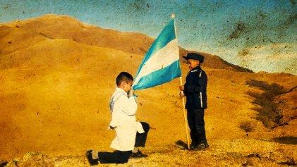 La jura a la bandera: un ritual patriótico dentro y fuera de escuela