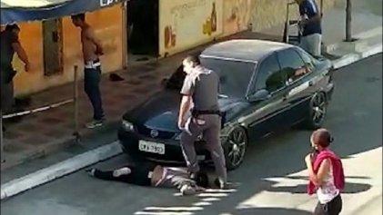 Policía le pisa la cabeza y tortura a una mujer negra en Brasil
