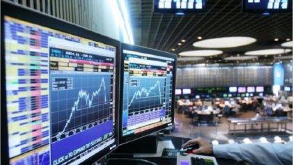 El riesgo país superó los 1.400 puntos y las acciones cayeron hasta un 8%