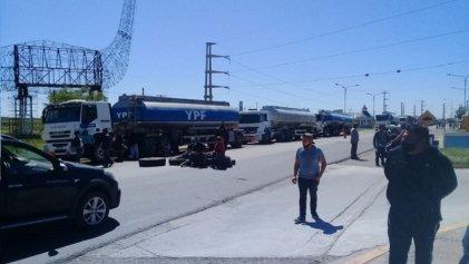 Trabajadores de distintos sectores de Cutral-Có y Plaza Huincul cortan la ruta 22