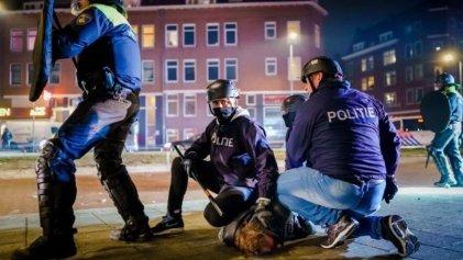 Países Bajos: el Gobierno reprime la tercera jornada de protestas contra el toque de queda