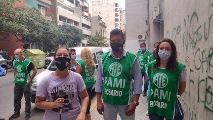 Paro de trabajadores y conferencia de prensa en PAMI Rosario