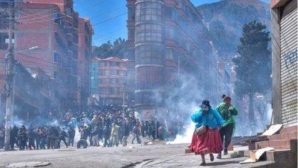 Se agrava el conflicto cocalero en Bolivia: represión y patrulleros incendiados
