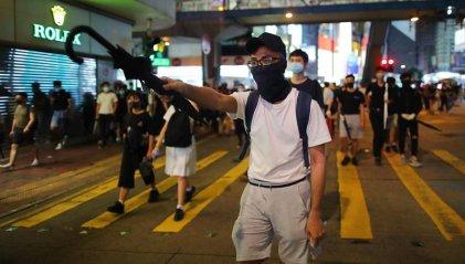Hong Kong: miles responden en la calle a la ley que prohíbe usar máscaras en protestas