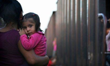 La política fronteriza de Biden sigue separando a las familias