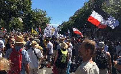 Veinte mil antivacunas y neonazis se movilizaron en Berlín