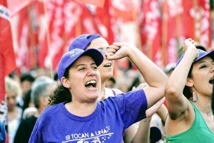 Una chica del cable socialista: contra los tarifazos y la precarización