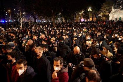 Cuarta noche de protestas y represión en Barcelona por la detención de Pablo Hasél