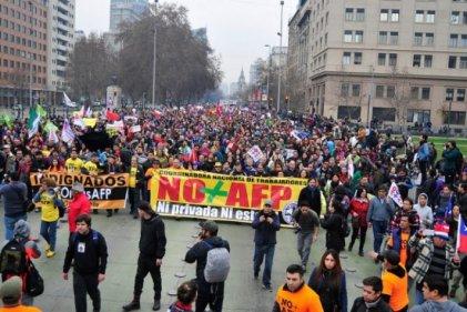 Bachelet propone una reforma que deja intacto el sistema privado de pensiones