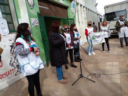 Caravana de docentes en Lugano en homenaje a los fallecidos por covid-19