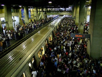 Venezuela, despiden a trabajador del Metro por quejarse de su magro salario en una red social