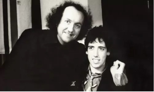 Guy Stevens, productor de London Calling, junto a Mick Jones.