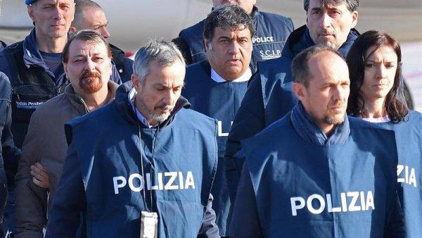 ¡Vergüenza! Evo Morales entrega a Cesare Battisti a la derecha italiana