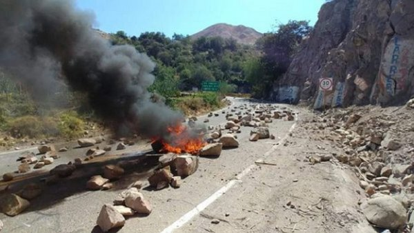 Bloqueos en el sur de Perú contra el proyecto megaminero Quellaveco