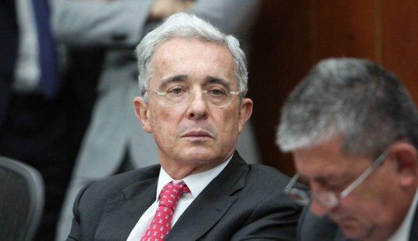 Corte Suprema de Colombia ordena la detención domiciliaria del expresidente Álvaro Uribe