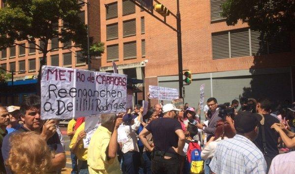 Trabajadores del Metro de Caracas siguen exigiendo el reenganche de Deillily Rodríguez y de todos los despedidos