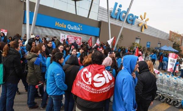 La huelga de 17 mil empleados paraliza Walmart en Chile