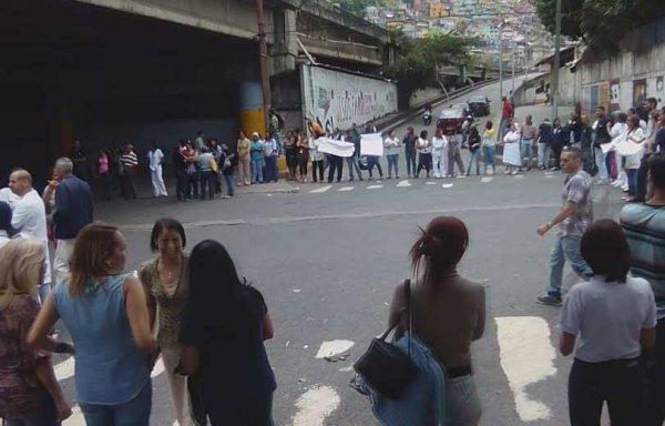 Trabajadores de la salud protestaron en los distintos hospitales de Caracas