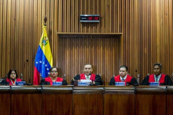 Maduro intenta debilitar eventual candidato de la oposición