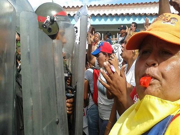De cómo el gobierno pisotea brutalmente la voluntad del pueblo de Simón Planas