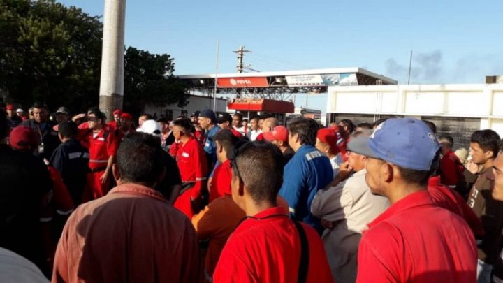 Trabajadores petroleros Paraguaná en asamblea